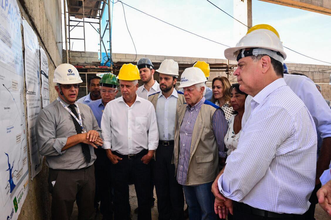 Rollemberg e Perillo visitam obras do sistema de produção de água Corumbá IV