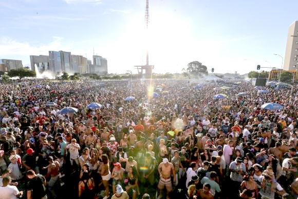 Com menos foliões nas ruas, Brasília tem carnaval mais tranquilo
