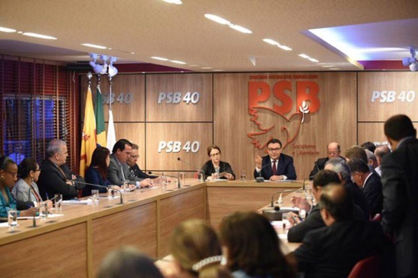 """Temer """"montou quase uma quadrilha"""" no governo, diz presidente do PSB"""