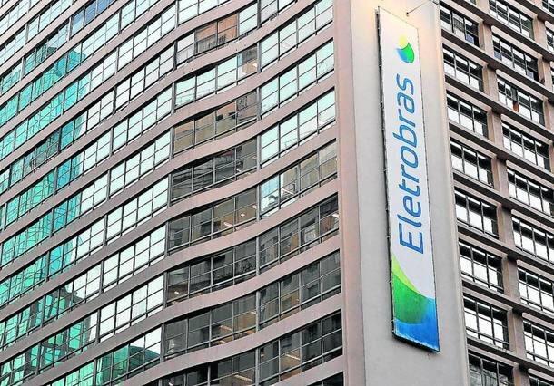 Atual gestão da Eletrobras pagou quase R$ 2 milhões para que falassem mal da própria empresa