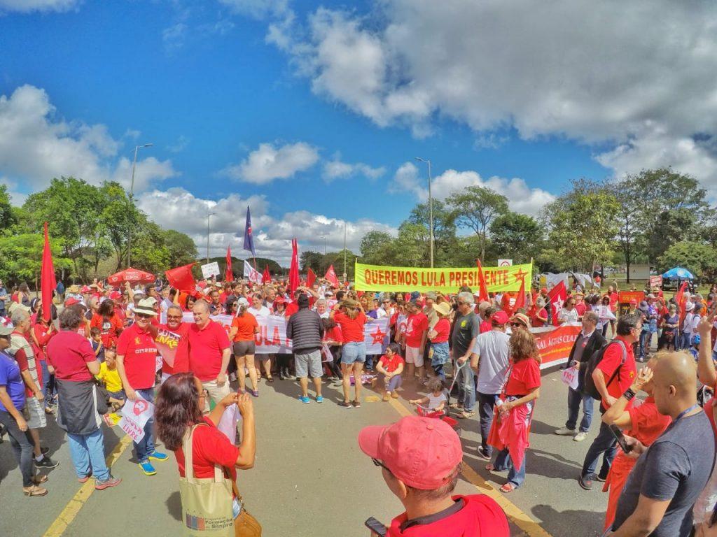 PT/DF promoveu ato de lançamento da pré-candidatura de Lula no Eixão do Lazer