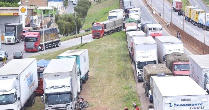 População do DF começa a sentir no bolso os reflexos da paralisação dos caminhoneiros