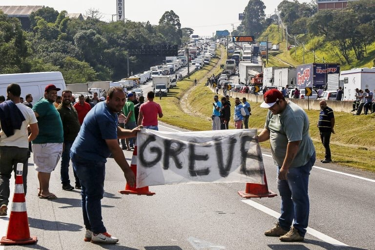 Paralisação dos caminhoneiros perde força em todo o Brasil