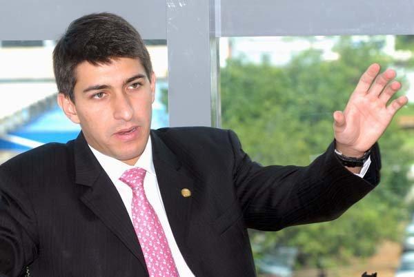 Servidor do distrital Cristiano Araújo (PSD) diz à Polícia Federal que repassava parte do salário a deputada do Piauí
