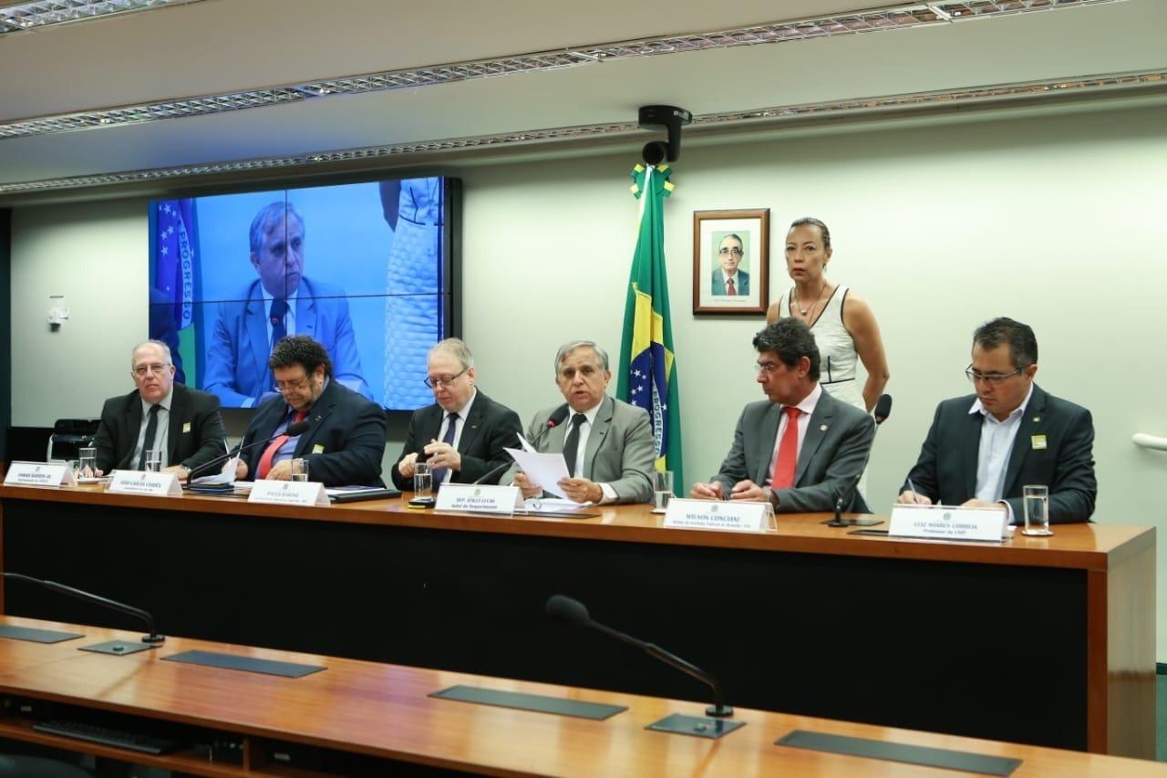 Izalci destaca contribuição de universidades para o desenvolvimento das cidades
