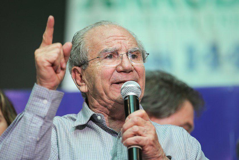 """E o """"bom velhinho"""" dá adeus à política brasiliense"""