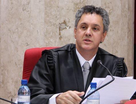 Relator da Lava Jato no TRF4 determina que Lula seja mantido preso