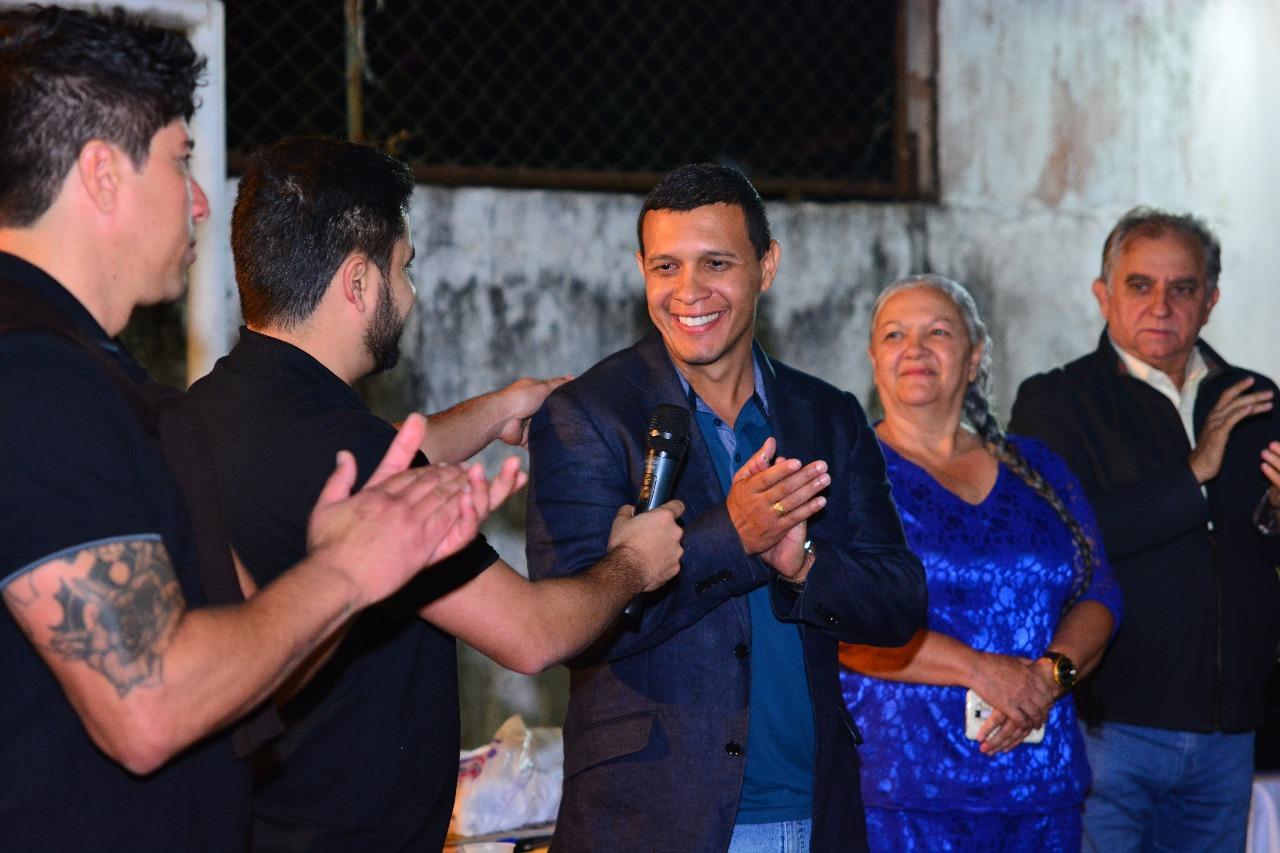 Wesley Moura reúne familiares e amigos para o pré-lançamento de sua campanha