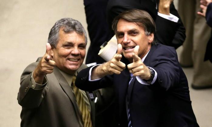 Fraga confidencia que vai votar em Bolsonaro, mas terá que pedir voto para Alckmin