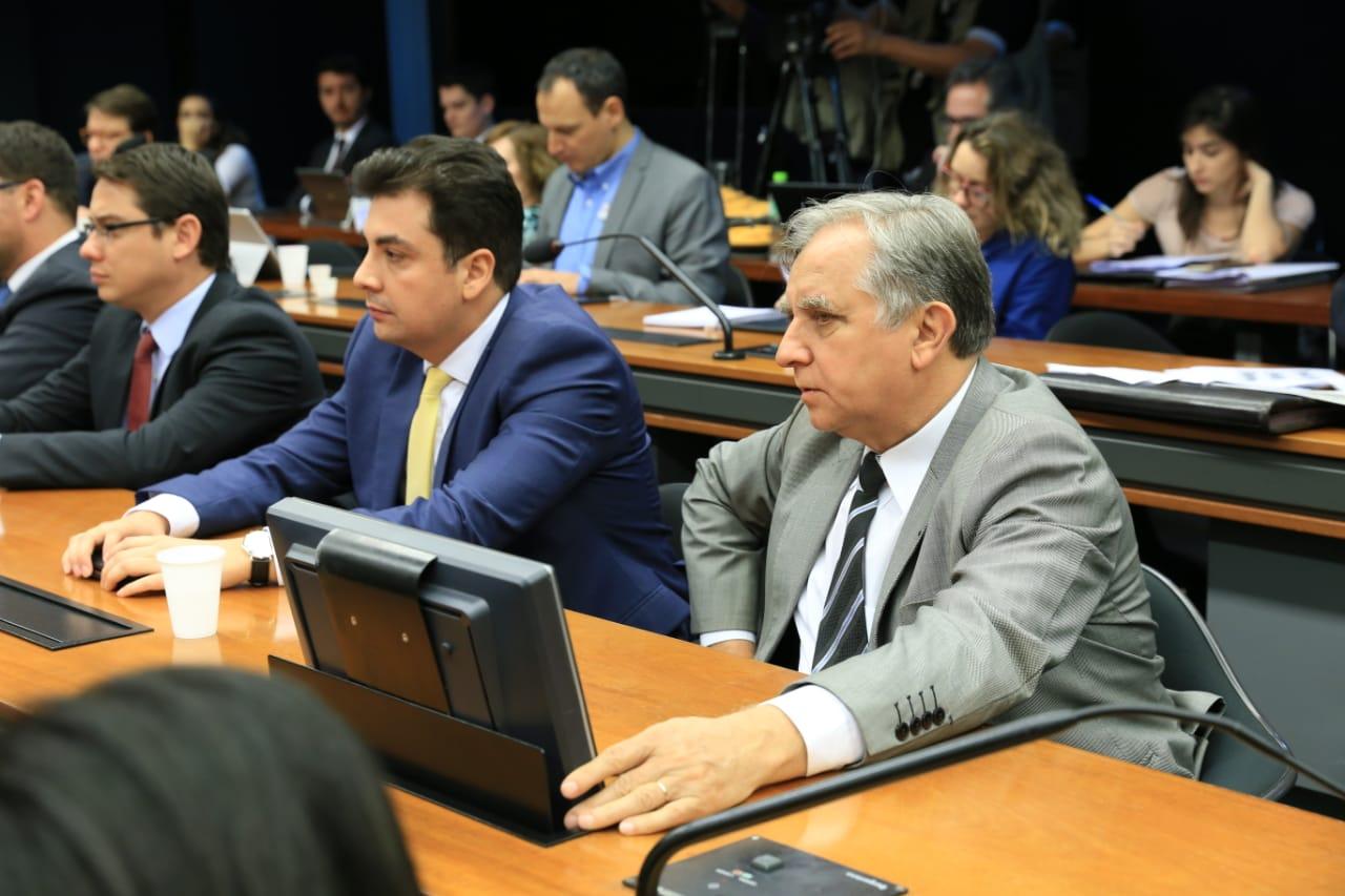 Izalci comparece à Câmara dos Deputados para trabalhar em época de campanha
