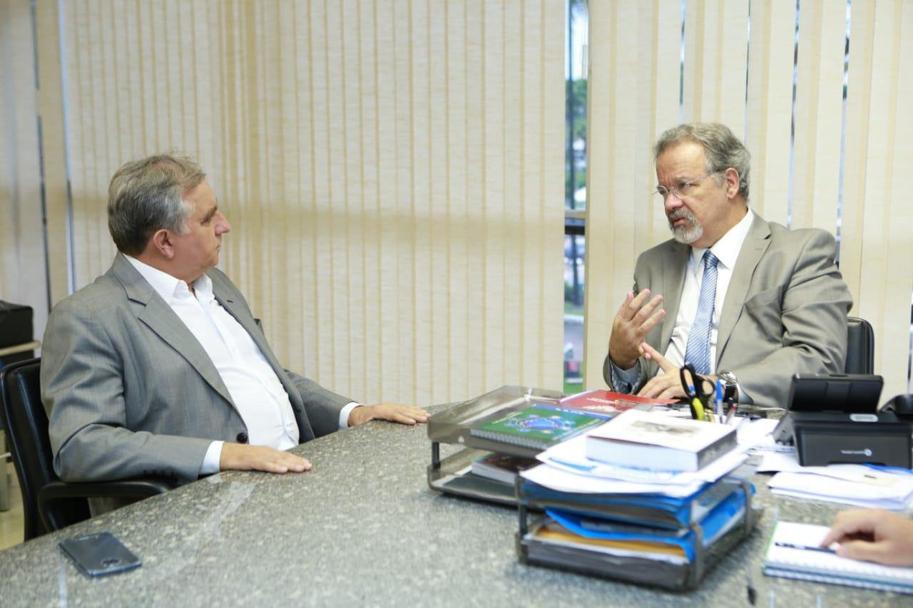 Izalci se encontra com Raul Jungmann para evitar a vinda de presos de alta periculosidade para a penitenciária federal de Brasília