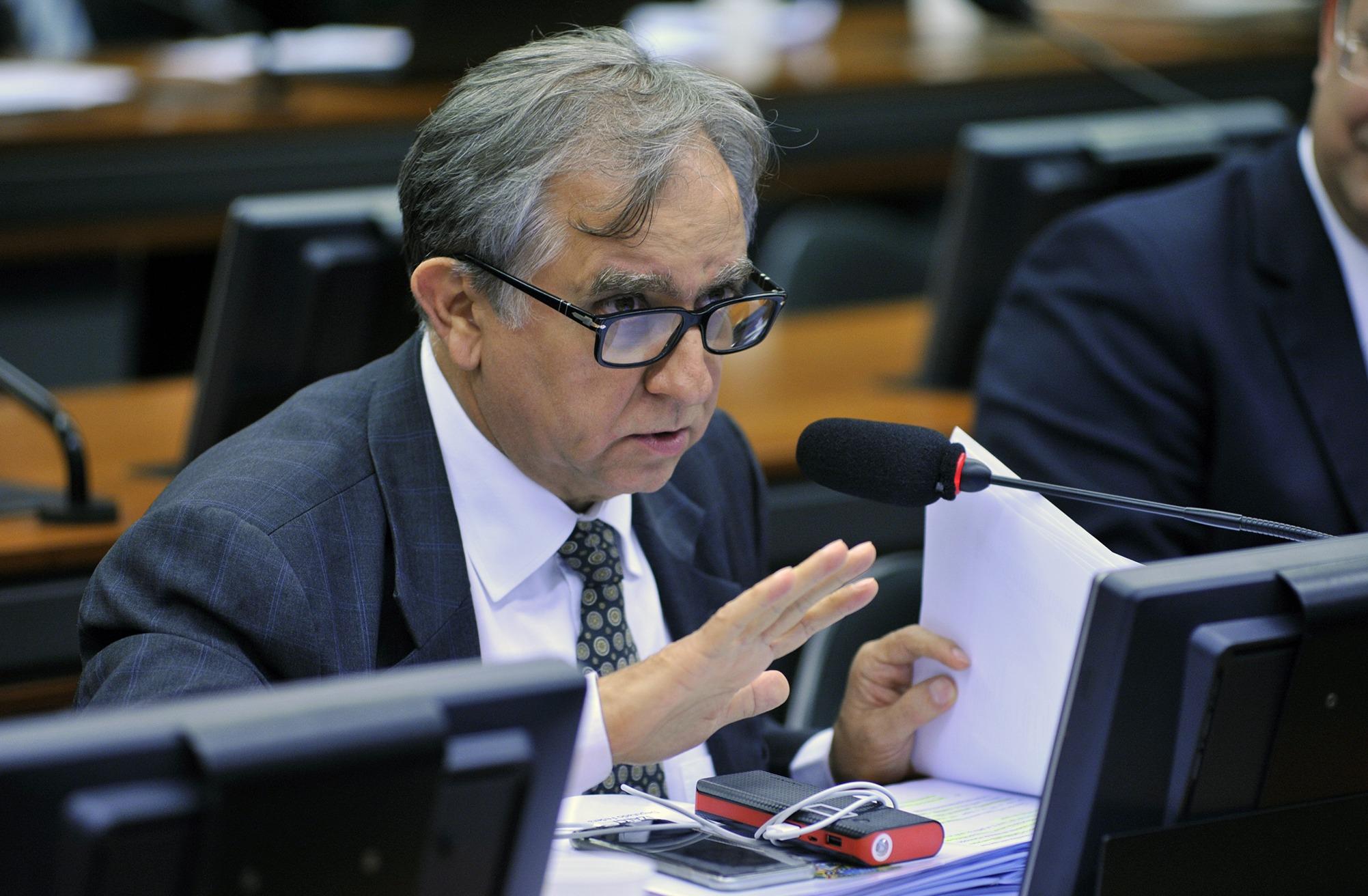 Izalci evita a aprovação de emenda constitucional que retirava 10% do Fundo Constitucional do DF para Goiás