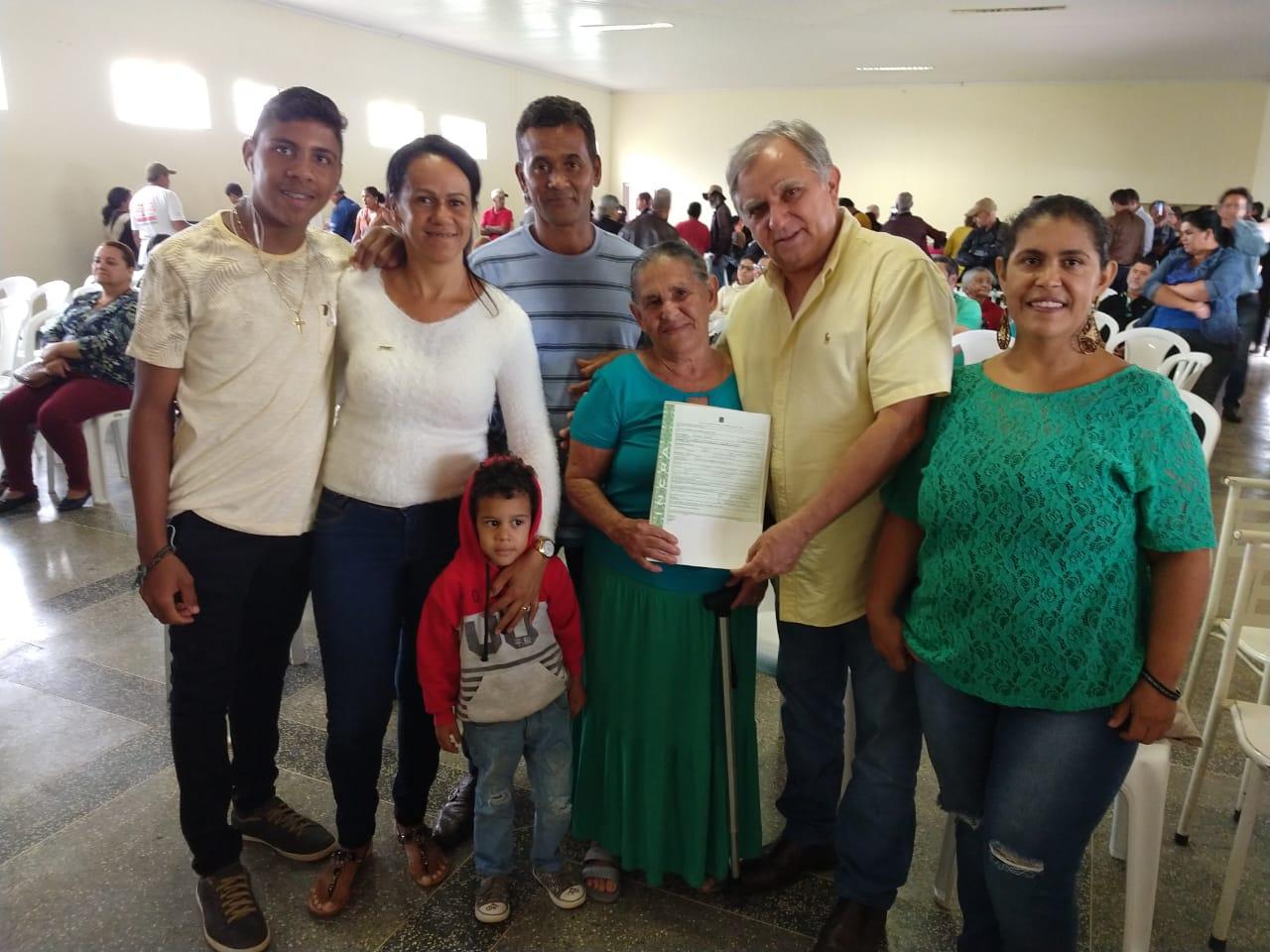 Izalci participa de entrega de escrituras a produtores rurais do Incra 09