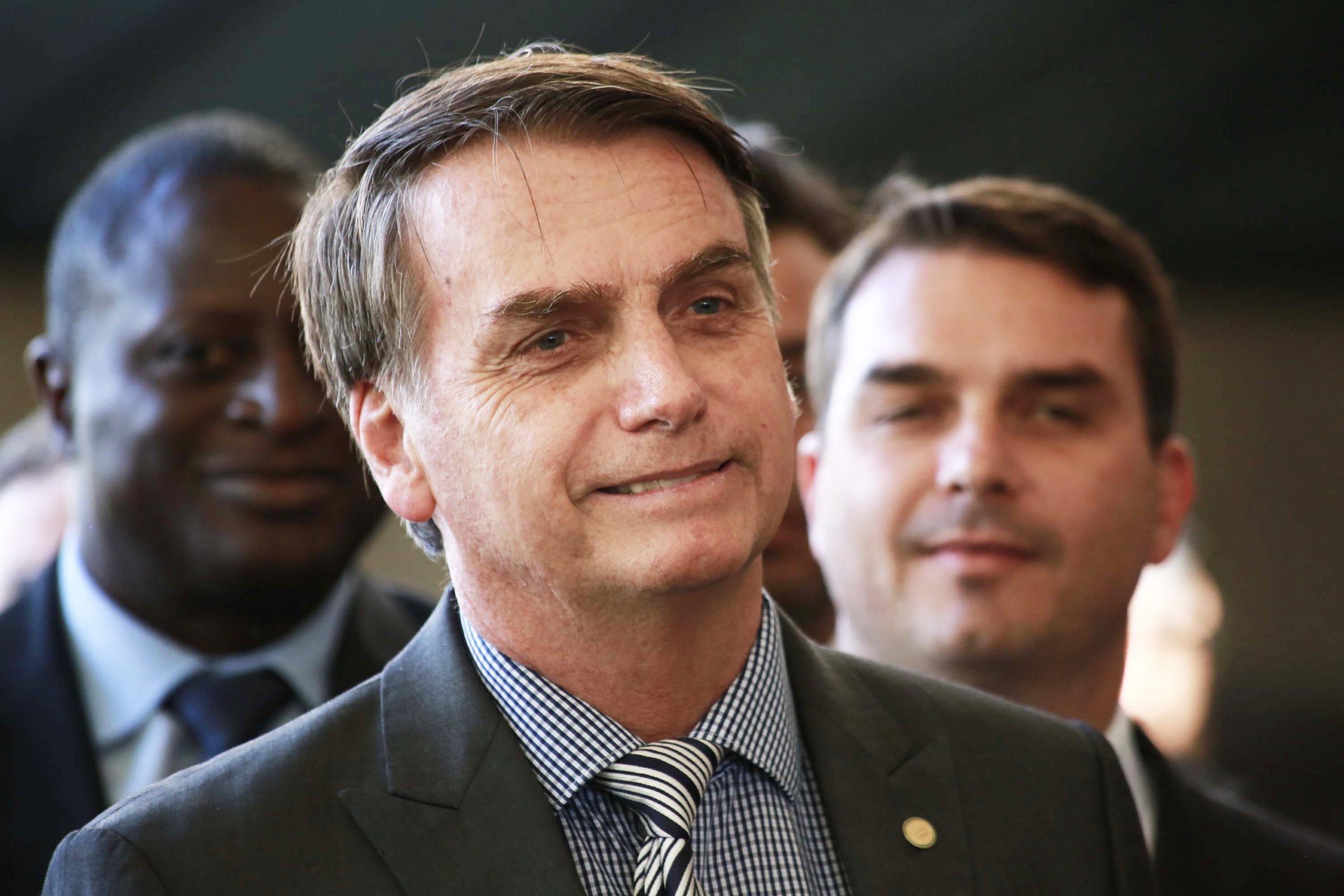 O Fino da Politica – Bolsonaro negocia apoio de partidos da velha política