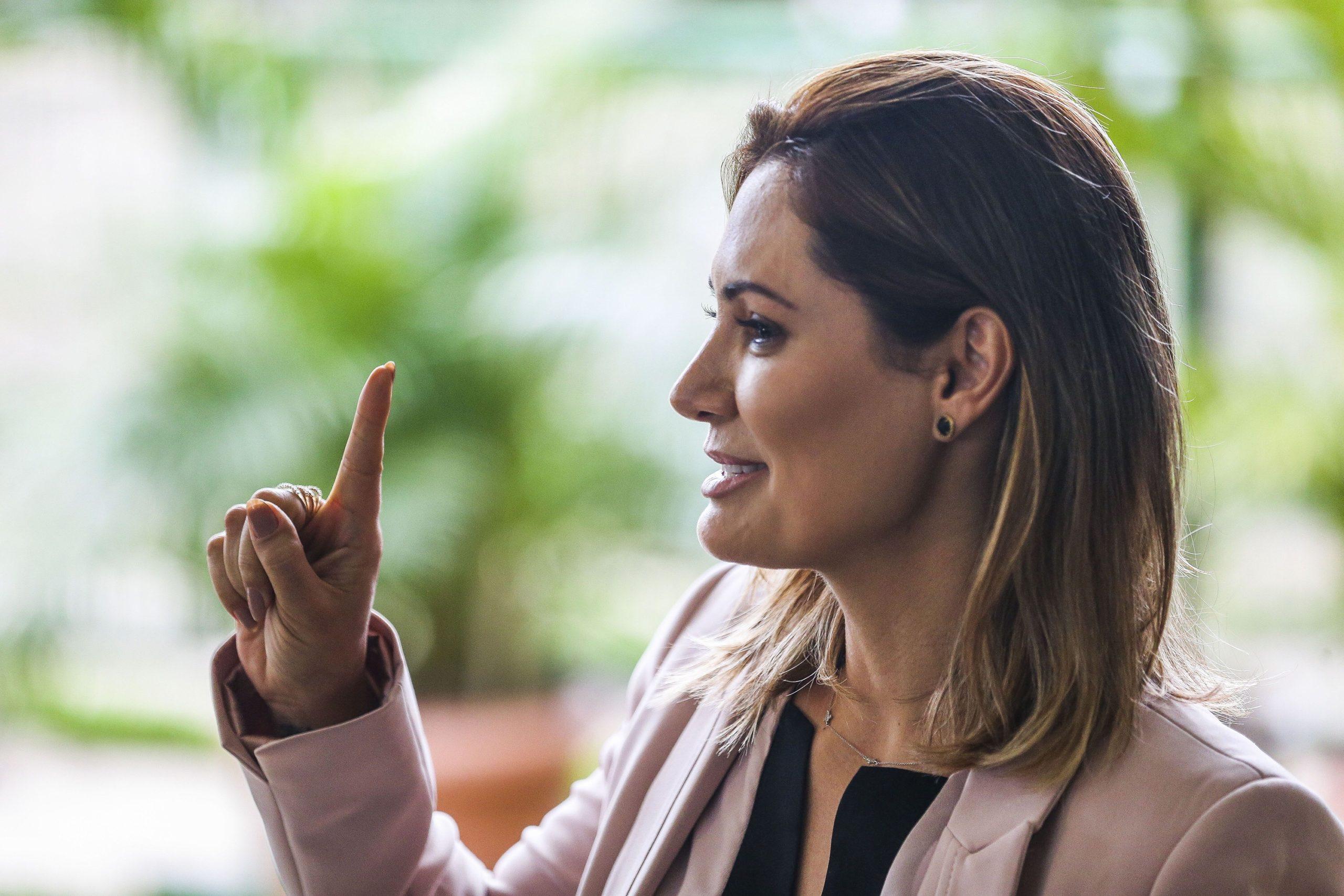Relatório do Coaf aponta que Michelle Bolsonaro recebeu R$ 24 mil de ex-assessor de Flávio Bolsonaro