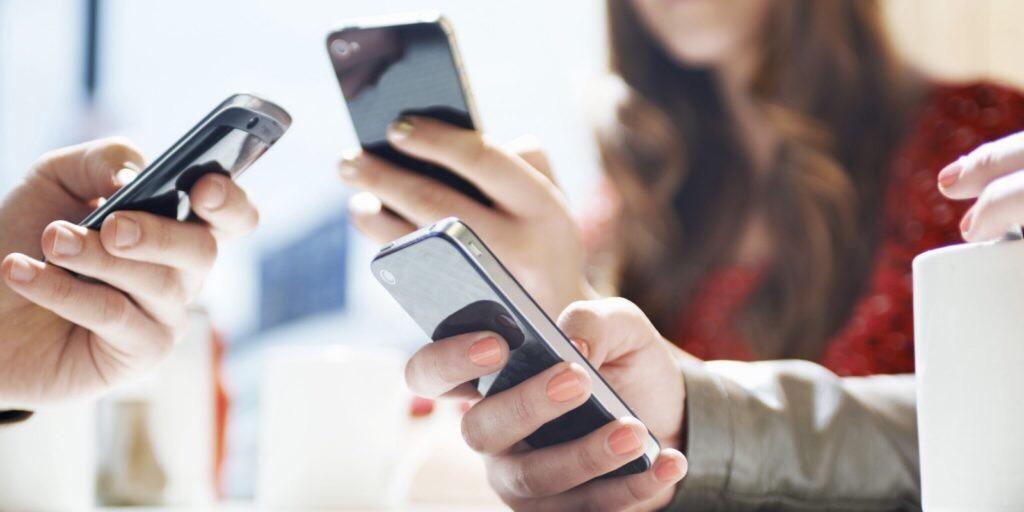 3 em cada 4 domicílios no país têm internet e mais de 90% dos brasileiros possuem celular, segundo o IBGE