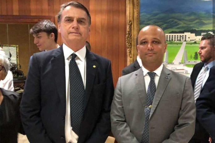 Bolsonaro escolhe um especialista em regimento para ser líder do governo na Câmara