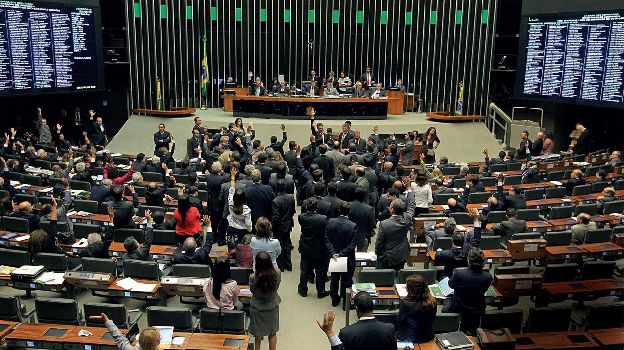 Repercussão do caso de Flávio Bolsonaro pode entrar nas negociações do comando do Senado e Câmara