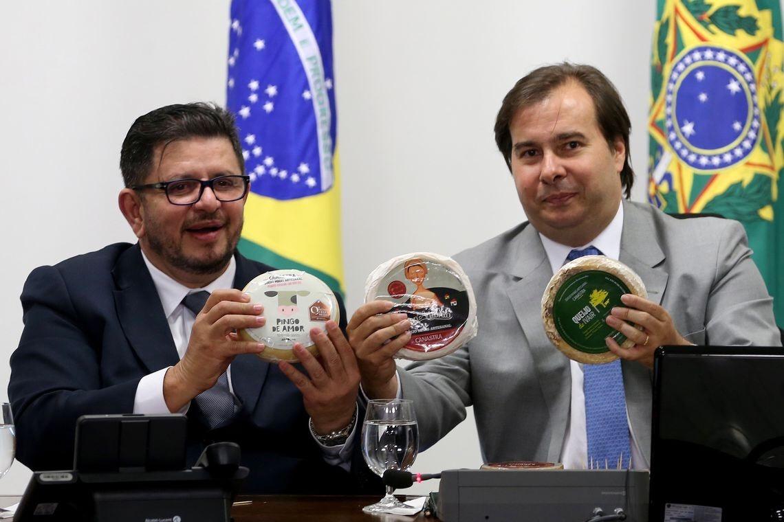 Enquanto Fábio Ramalho se encontra com Bolsonaro, Rodrigo Maia está contando os votos