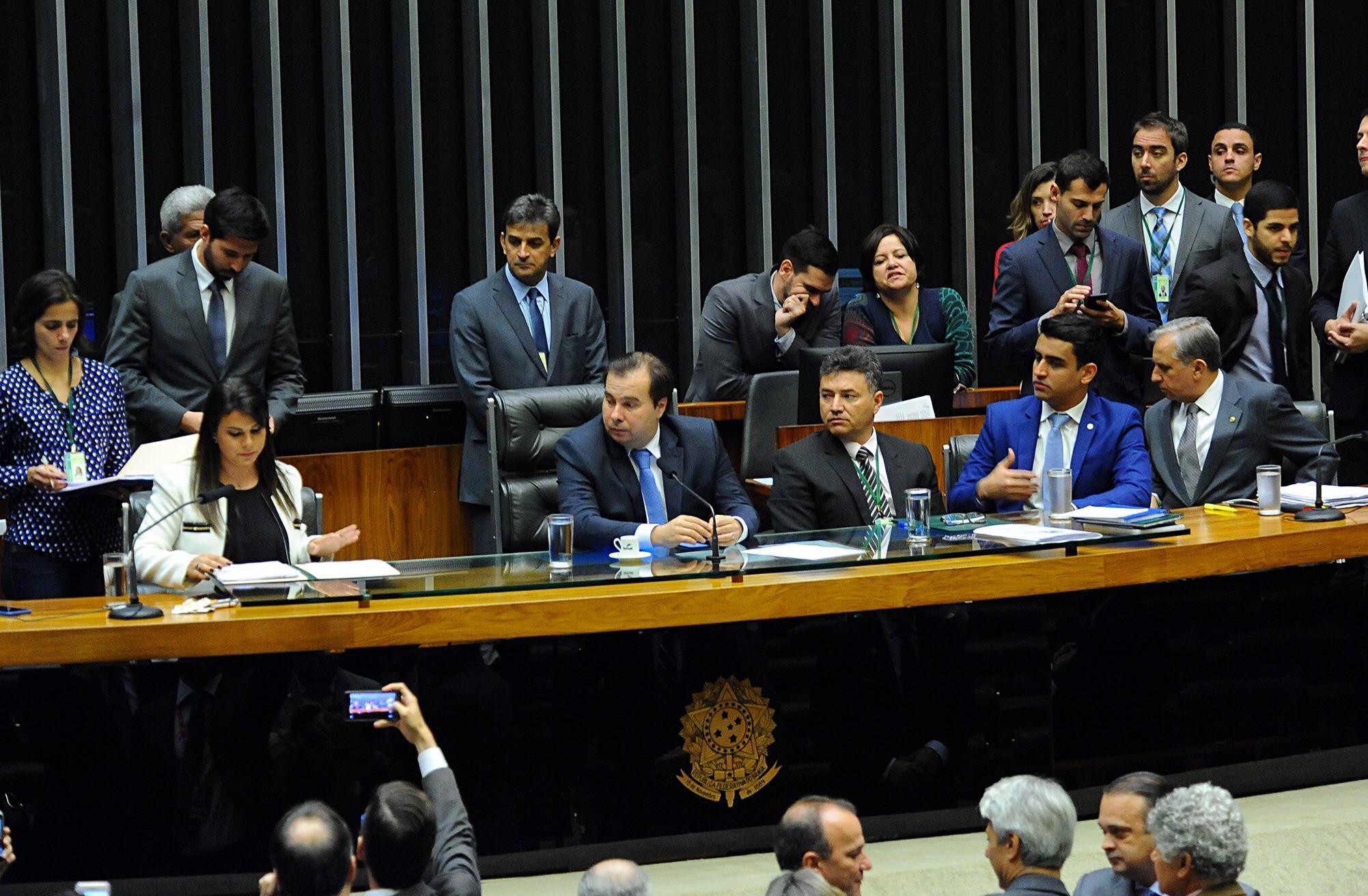 Deputados insistem em continuar com o privilégio do auxílio-mudança para reeleitos