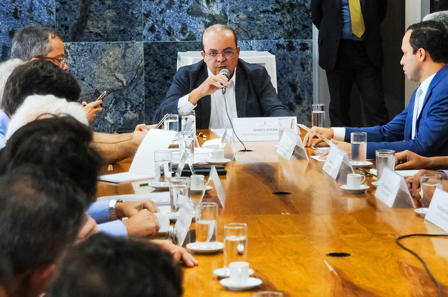 Ibaneis prorroga decreto que permite manutenção de muros e guaritas em condomínios