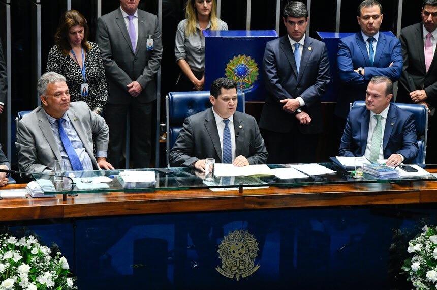 Davi Alcolumbre assume o Senado prometendo fim do 'segredismo'