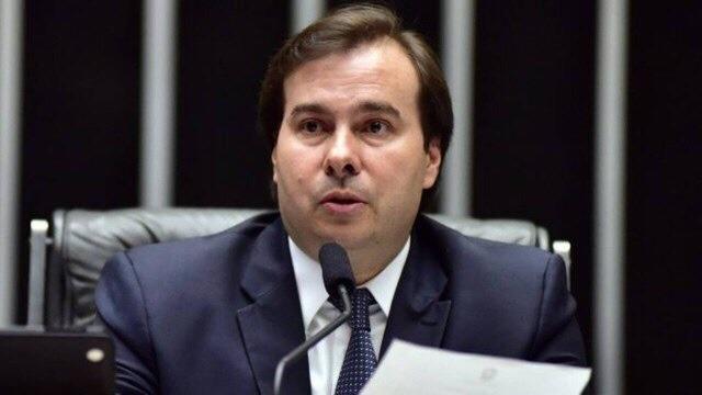 Rodrigo Maia quer porque quer manter auxílio-mudança de reeleitos