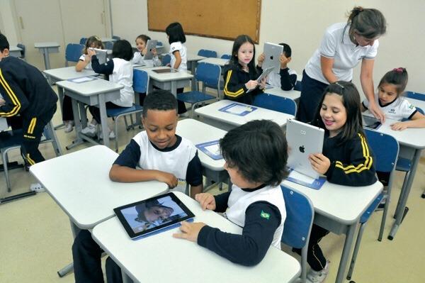 O uso da tecnologia nas escolas vem crescendo a passos largos