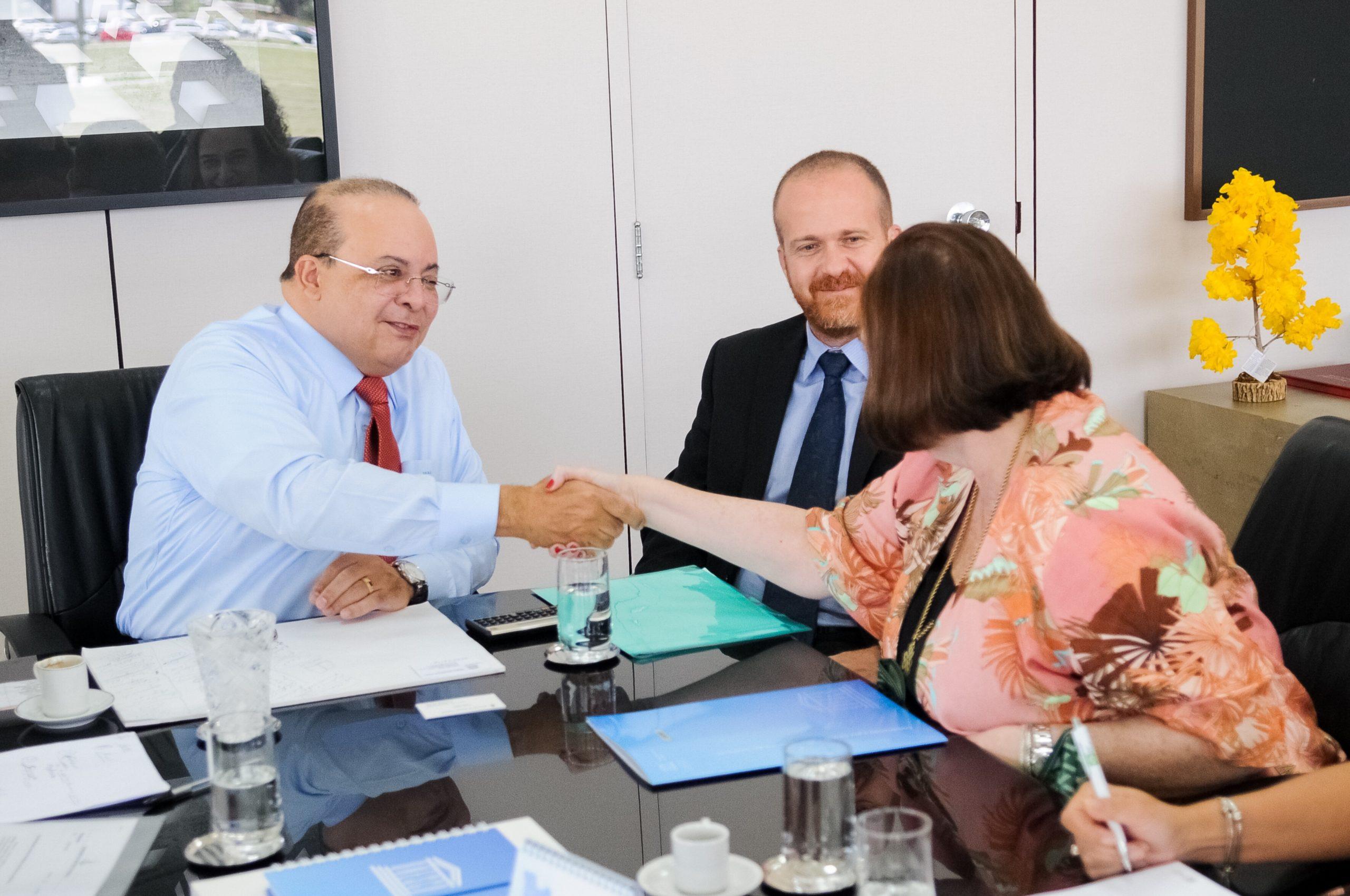 GDF discute planos de cooperação com a Unesco