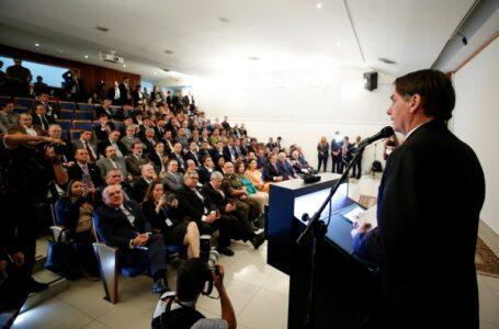 """""""País que não tem ciência e tecnologia tá condenado a ser escravo de quem as tem"""", diz Bolsonaro"""