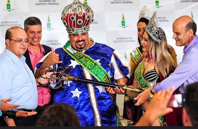 Em cerimônia de abertura do Carnaval 2019, Ibaneis fala do retorno das Escolas de Samba para 2020