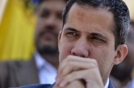 Grupo armado ataca carro de Juan Guaidó na Venezuela