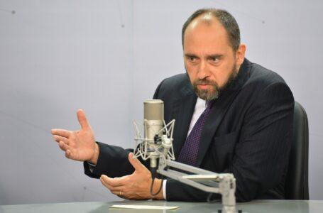 Ex-advogado-geral da União desmente versão de que Ibaneis exagerou na bebida durante voo para Portugal