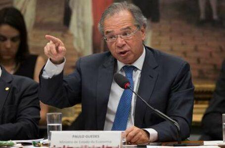 """Guedes é chamado de """"Tchuchuca"""" na Câmara e CCJ é encerrada após discussão"""
