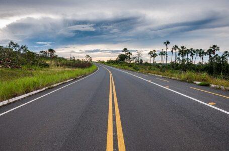 Bolsonaro contorna crise do transporte liberando crédito para caminhoneiros e recursos para rodovias