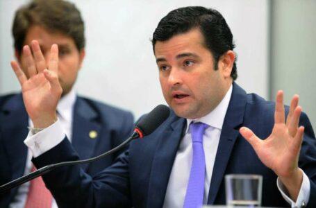 Justiça bloqueia R$ 3,5 bi de políticos e do MDB e PSB