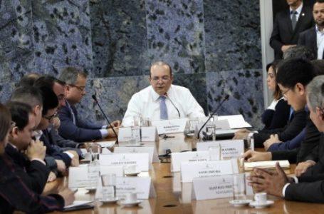 Ibaneis recebe comitiva de chineses interessados na concessão do metrô do DF