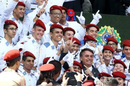 Governo Bolsonaro pretende implantar 108 escolas cívico-militares até 2023