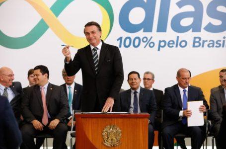 Bolsonaro diz que tem como desafio entregar um Brasil melhor