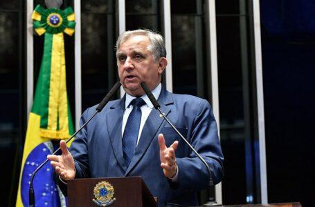Senador Izalci comemora dois anos da lei de regularização fundiária