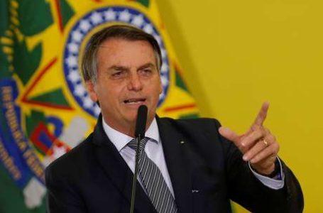 Bolsonaro pede a população para que vá às ruas de verde e amarelo para despertar o patriotismo nacional