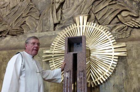 QUE HORROR   Padre é assassinado em igreja na Asa Norte