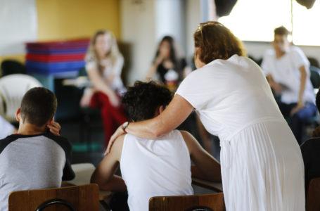 VAMOS CUIDAR | Prevenção ao suicídio deve começar na infância