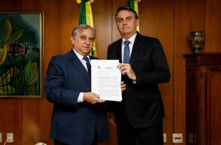 MISSÃO CUMPRIDA! Bolsonaro e Ibaneis recebem proposta de reajuste para PMs e bombeiros do DF