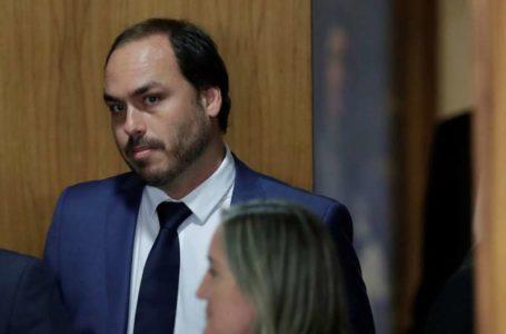 AINDA SOBRE A FACADA | Carlos Bolsonaro diz que Adélio Bispo receberia R$ 500 mil pela facada no pai