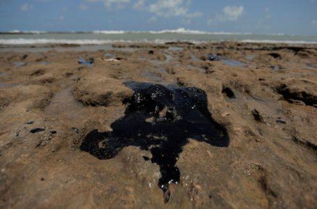 DESASTRE | Fragmentos de óleo chegaram a praia do Espírito Santo revela a Marinha