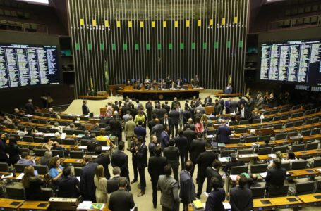 Câmara aprova MP que cria o programa Médicos pelo Brasil