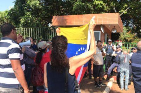 TENSÃO EM BRASÍLIA | Aliados de Guaidó tomam controle de embaixada da Venezuela