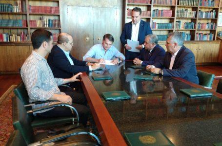 O FINO DA POLÍTICA | Ibaneis e Izalci participam de solenidade de assinatura da MP que concede reajuste para policiais e bombeiros