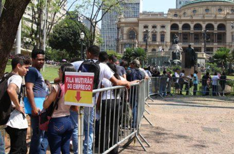 CAIU | Taxa de desemprego fecha o trimestre, encerrado em novembro, em 11,2%